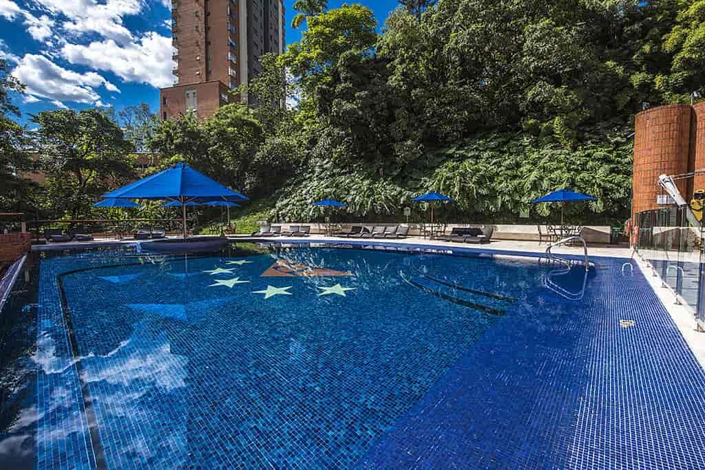 piscina hotel belfort